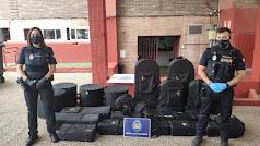 Imagen de la Policía Local con los instrumentos recuperados.