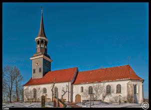 Photo: St. Laurentius-Kirche zu Lunden im Dithmarschen, erbaut im 12. Jahrhundert