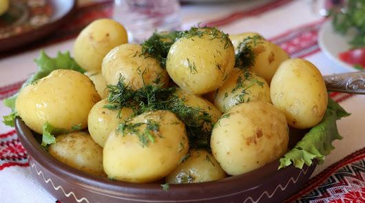 Bacalao gratinado con bechamel de calabacín y patatas: así puedes prepararlo