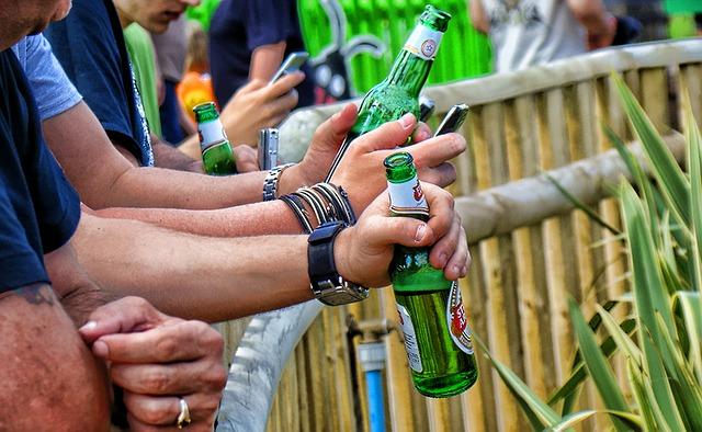 drinking-63494_640.jpg