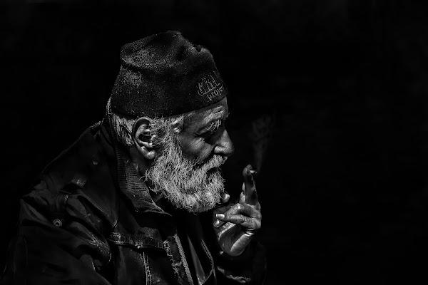 Cercando nell'oscurità. di Naldina Fornasari