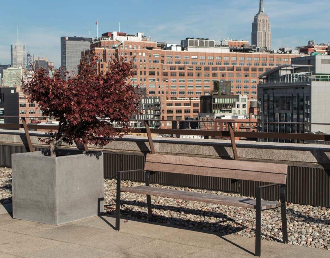 De Harpo zitbanken kijken uit op de stad, straatmeubilair op zijn best in de publieke ruimte