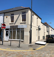 2 bedroom commercial property to let
