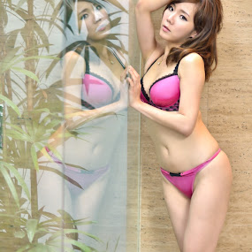 Miso(2) by 敬昕 涂 - People Portraits of Women ( mirror, 敬昕, sexy, reflection, 敬昕 涂, underwear, 涂, miso, pink )