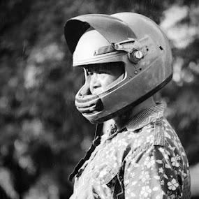 safety first :-D by Agus Aktawan - People Street & Candids