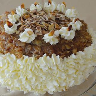 German Bee Sting Cake (Bienenstich).