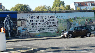 Photo: East Side Gallery; Muriel Raoux & Kani Alavi, ohne Titel