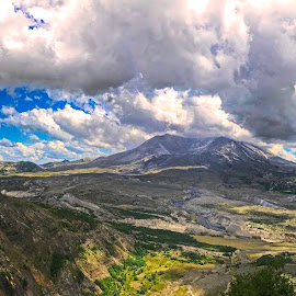 Panarama of Mt St Helen by Will McNamee - Instagram & Mobile iPhone ( patty_j_ball@hotmail.com; donaldbarber11@msn.com; donaldbarber11@msn.com; d3a1@aol.com;  postholes2002@yahoo.com; )