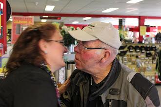 Photo: Als je elkaar de hele winter niet gezien hebt dan moet er natuurlijk veel gekust worden!