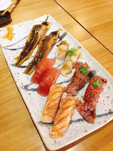 灸燒系列的握壽司口感很棒!