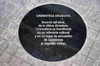 Photo: Marcas de la Memoria (5) Cinemateca Uruguaya. Lorenzo Carnelli 1311 (esq. Soriano). Placa conmemorativa.