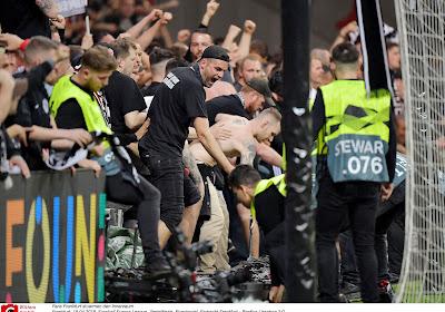 📷 La réaction inédite de l'Eintracht Francfort face au racisme
