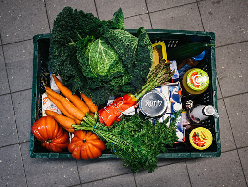 Kiste mit Lebensmitteln