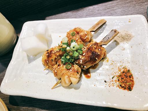 雞肉嫩 醬汁不過鹹  炙燒鮭魚 很新鮮 入口即化 玉子燒 我自己的愛😍 蘆筍手卷 還可以 鮭魚卵手卷 很好吃 料超多的 推薦 照燒雞肉串👍🏼 送毛豆小菜 吃了會聰明噢