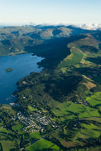 Photo: Portinscale (où était notre gite) et Derwent Water entouré de montagnes. A droite, notre première randonnée : Cat bells