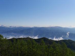 霧ヶ峰方面(左から諏訪湖、鷲ヶ峰、車山、浅間山など)