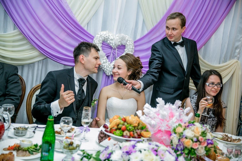 фото свадебных ведущих удобного использования унитаз