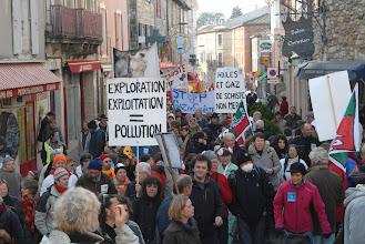 """Photo: Rassemblement de Vallon Pont d'Arc le 20 décembre 2011, """"Santé et Gaz de Schiste"""" à la même heure que la visite de M. Sarkozy à la maison médicale des Vans.  - © Olivier Sébart"""