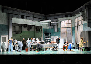 Photo: WIEN/ BURGTHEATER: DER REVISOR von Nikolaj Gogol. Premiere am 4.9.2015. Inszenierung: Alvis Hermanis. Ensemble. Copyright: Barbara Zeininger