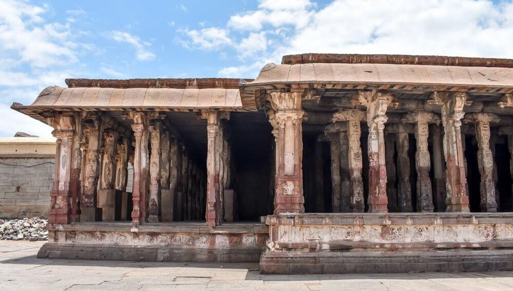 pillars+sculptures+virupaksha+hampi+mandir+ruins+karnataka