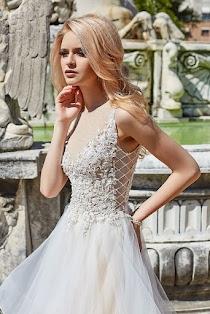 4bbdefefd8a Свадебное платье Camea от Оксана Муха. Есть в наличии в 2 салонах ценой  93400 руб.