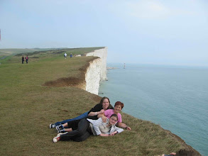 Photo: >>> ENGLISH <<< The Seven Sisters are a series of chalk cliffs by the English Channel, between the towns of Seaford and Eastbourne. TIP: travel from London to 7 Sisters and back for just £12.50. Buy Downlander ticket http://www.southernrailwaytickets.com/main.php?page_id=281 . It´s valid for bus to Brighton too. For accommodation in Eastbourne, Brighton or London check http://www.hotelscombined.com/City/Eastbourne.htm?a_aid=31292&label=picasa_en │││││││││││││││ >>> ČESKY <<< Seven Sisters je skupina křídových útesů (v národním parku Seven Sisters Country Park), na jižním pobřeží Anglie, mezi městy Seaford a Eastbourne. TIP: kupte si zpátečný lístek na vlak (Downlander http://www.southernrailwaytickets.com/main.php?page_id=281) z Londýna do Eastbourne jen za £12.50. Platí i na místní autobus do Brightonu. Ubytování v Eastbourne, Brightonu či Londýně najdete na http://www.hotelscombined.com/cz/City/Eastbourne.htm?a_aid=31292&label=picasa_cz . Levnou letenku do UK seženete přes www.pelikan.cz/?a_aid=dbd37b5a