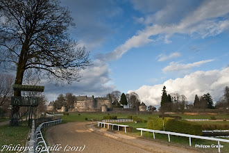Photo: Chateau et hippodrome