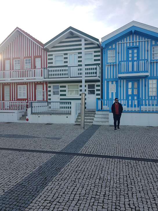 As casinhas coloridas da praia de Costa de Nova