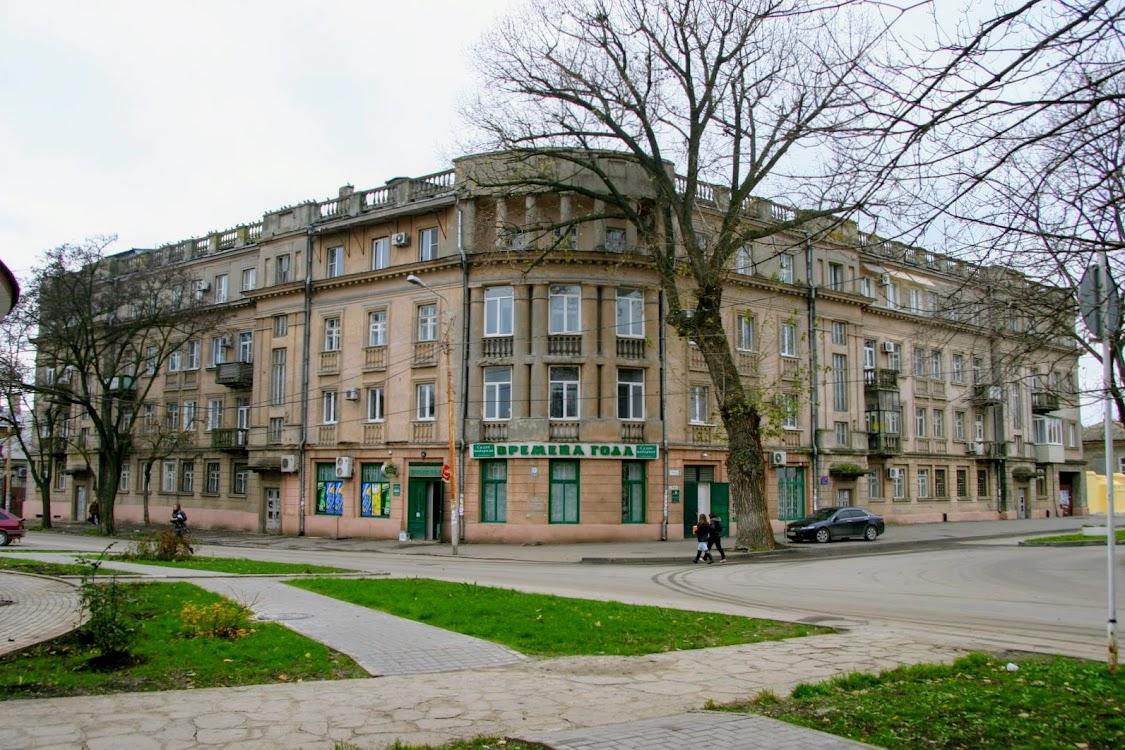 https://sites.google.com/site/istoriceskijtaganrog/frunze-ulica/dom-1