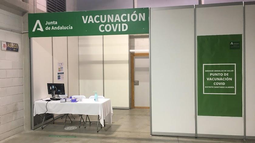 Punto de vacunación en el Palacio de los Juegos Mediterráneos.