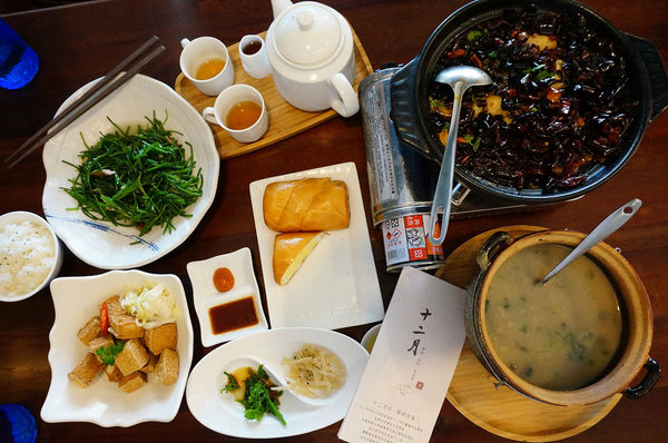 『十二月  粥品 • 茶飲 • 私房菜』都會裡的復古洋房,入口即化砂鍋粥,還有另人懷念的私房料理!