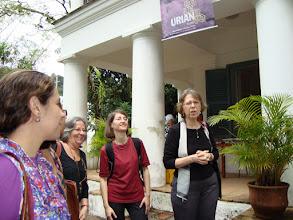 Photo: Piedade Grinberg, Diretora do Solar Grandjean de Montigny, fala sobre o Solar e sua biblioteca.