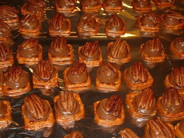 Caramel Pecan Pretzel Pieces Recipe