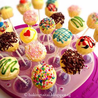Quick & Easy Almond Cupcake Pops.