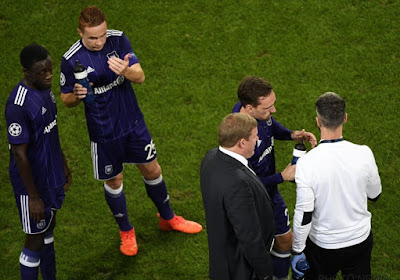 Hein Vanhaezebrouck wil dat de sterkhouders tegen KV Oostende opstaan, maar hij mist met zekerheid al één belangrijke pion