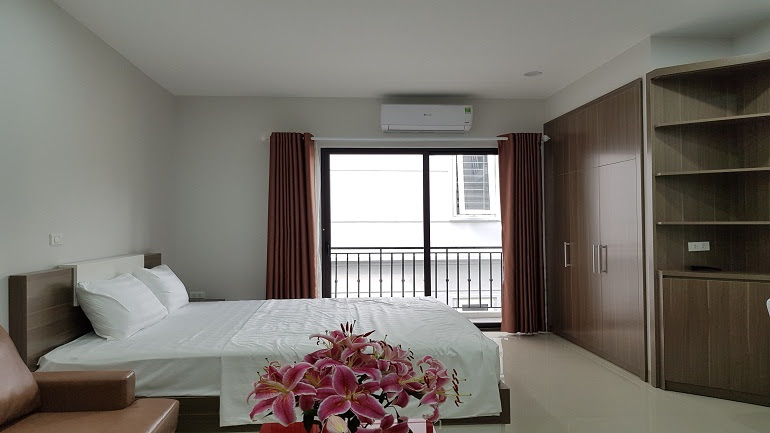 Nice cheap studio apartment with balcony in Au Co street, Tay Ho district for rent