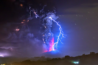 Photo: TOPSHOTS  View from Frutillar, southern Chile, of lava spewing from the Calbuco volcano, on April 23, 2015. Chile's Calbuco volcano erupted on Wednesday, spewing a giant funnel of ash high into the sky near the southern port city of Puerto Montt and triggering a red alert. Authorities ordered an evacuation for a 10-kilometer (six-mile) radius around the volcano, which is the second in southern Chile to have a substantial eruption since March 3, when the Villarrica volcano emitted a brief but fiery burst of ash and lava. AFP PHOTO/MARTIN BERNETTI TOPSHOTS-CHILE-VOLCANO-CABULCO