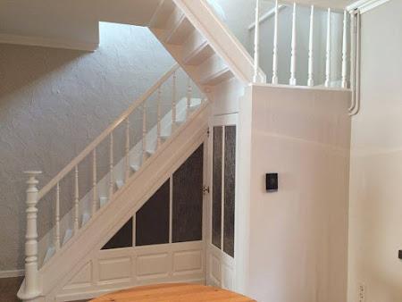 Schilderen trap Hoegaarden - schilderwerken hoegaarden: schilderen trap, schilderen trapleuning, schilderen deur