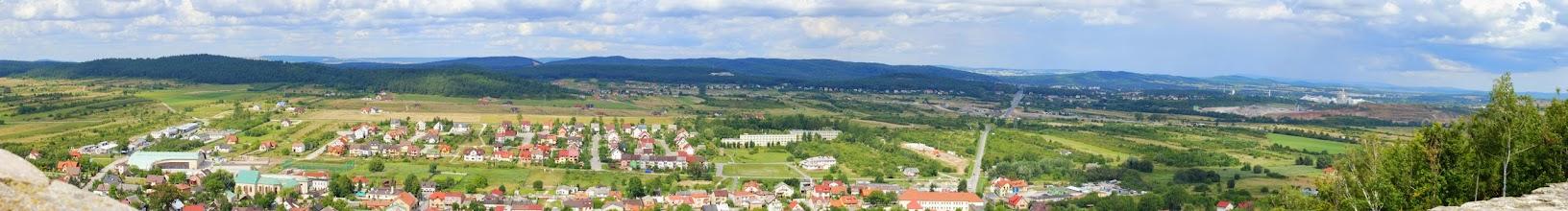 Photo: miasteczko Chęciny, w oddali Góry Świętokrzyskie