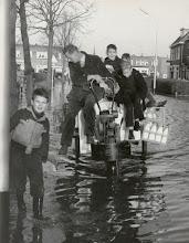 Photo: 1960 Wateroverlast door het buiten de oevers treden van de Aa of Weerijs terwijl de melkbezorger zijn best doet om de melk aan de man te brengen