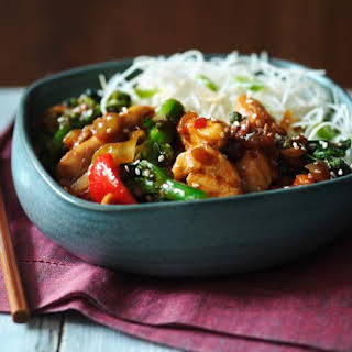 Stir-fried Chicken And Broccoli With Noodles.