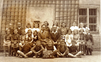 Photo: 1954/55, 5.o. Molnár János ig., Sztakovics László tan. , Csicsói Magyar Tannyelvű Alapiskola gyerekek nem sorban: Komjáti Andor, Fél László, Danics László, Győri Klára, Matus Éva, Matus Mari, Németh József, Misák Margit, Szalay Eszter, Fábik Zoltán, Szabó Janka, Csémi Juszti, Csémi Irén, Fél Ilona,Baross Erzsi, Szalai Éva, Megály Teréz, Bödők Dénes, Szikonya Károly, Szalisznó Mária, Bödők Zsuzsanna, Varga Zsófia, Szabó..., Beke Hermina