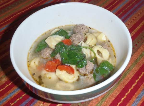 Tortellini Soup With Spinach & Meatballs