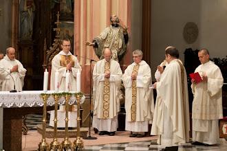 Photo: přivítání novokněze farářem svatomořickým o. Františkem Hanáčkem