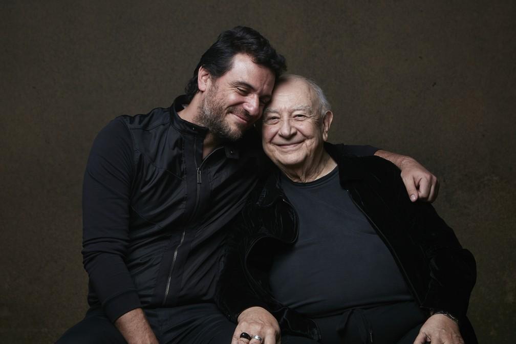 Rodrigo Lombardi e Sérgio Mamberti são alguns dos atores em cena na peça 'Um Panorama Visto da Ponte' — Foto: Ale Catan/Divulgação
