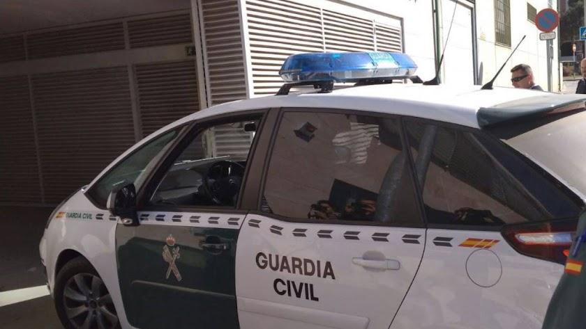 Guardia Civil entra en juzgados de Vélez-Málaga.