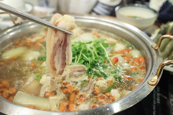 內湖火鍋 :: 呂珍郎清燉羊肉爐 來一碗暖身補氣的2.0版羊肉爐,大推日式小羔羊肩排