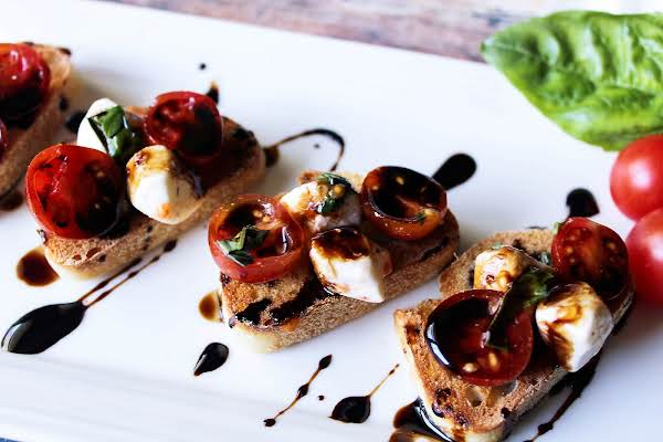 Bruschetta Caprese With Balsamic Vinegar Reduction