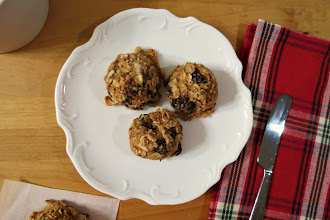 Photo: Breakfast Cookies - A healthy, gluten-free cookie made with oats, banana,almonds and raisins. Perfect for a grab and go breakfast!  http://www.peanutbutterandpeppers.com/2012/11/12/breakfast-cookies-src/#  #cookies   #oatmeal   #glutenfree   #healthyeating   #breakfast   #oatmeal