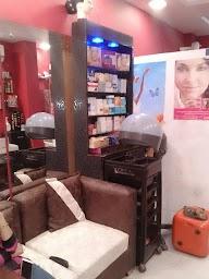 Amazon Women Salon photo 4